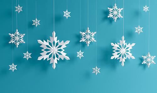 Гирлянда из снежинок, вырезание снежинок, украшение лома к новому году