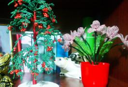 деревья из бисера, дерево из бисера, дерево рябина из бисера